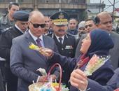مدير أمن القاهرة يتفقد القوات بالتحرير ويهنئ المواطنين بعيدى الشرطة والثورة