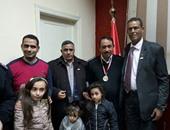 بالصور.. محمد وهب الله وأهالى مصر القديمة يحتفلون داخل الأقسام بعيد الشرطة