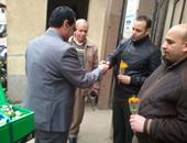 رئيس مدينة المحلة يوزع الورود على الضباط والأفراد بمناسبة عيد الشرطة