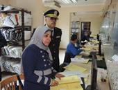 مرور السويس يعفى عددا من المتقدمين لاستخراج الرخص بمناسبة عيد الشرطة