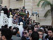 وصول جثمان الفنان الراحل حمدى أحمد مسجد الحصرى