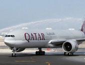 بالفيديو.. بسبب المقاطعة.. رئيس طيران قطر يقود طفطف لتوصيل المسافرين