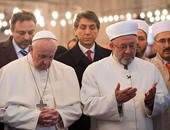 البابا فرانسيس يؤكد تأديته الصلاة داخل المسجد الأزرق فى إسطنبول