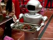 """بالفيديو.. مطعم صينى يستبدل الجارسون بـ""""الروبوتات"""" لتوفير الرواتب"""