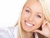 5 طرق للتمتع بابتسامة مشرقة وتحسين صحة أسنانك.. تنظيف الأسنان مرتين على الأقل كل يوم.. استخدمى الخيط.. والغسول لإنعاش الفم.. وزيارة طبيبك بانتظام
