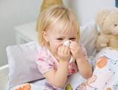 استشارى أمراض صدرية يقدم 10 نصائح لحماية الأطفال من نزلات البرد