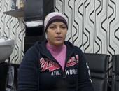 """بالصور.. الأسطى """"عبير"""" حلاق رجالى.. والسر فى الصنعة.. عشان الشغل مش عيب"""