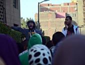 طلاب الإخوان ينهون تظاهرهم على سلالم كلية العلوم بجامعة القاهرة