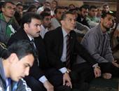 بالفيديو.. رئيس جامعة الأزهر يؤدى صلاة الجمعة وسط طلاب المدينة الجامعية للبنين