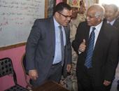 """مواطن يطلب من نائب محافظ القاهرة فرصة عمل.. وضيف: """"هات ورقك وهنشغلك"""""""