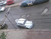 """صحافة المواطن: """"بلاعة"""" بدون غطاء تتسبب فى سقوط سيارتين بالقطامية"""