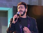 """بالفيديو.. تامر حسنى يشعل حماس جمهوره بأغنية """" قوم أقف """" فى حفل رأس السنة"""