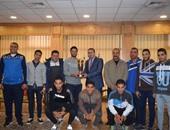 رئيس جامعة المنصورة يكرم منتخب الجامعة للكرة الخماسية