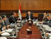 """رئيس الوزراء يوجه بالإعلان عن طرح """"سيارات ثلاجة"""" للشباب لتوزيع المنتجات"""