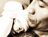 """بالصور.. المصارع دواين جونسون """"the Rock"""" ينشر صورة مولودته الجديدة """"جاسمين"""""""