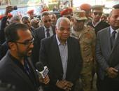 محافظ القاهرة يصل مدرسة الجمهورية بالمعادى لمتابعة سير لجان الانتخابات
