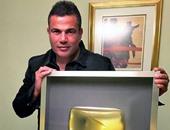 """عمرو دياب يحتفل بحصول قناته على جائزة """"Gold Play Button"""""""