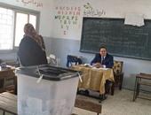مشادات بين مندوبى المرشحين أمام مجمع مدارس النقراشى بحدائق القبة