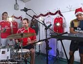 بالفيديو.. المايسترو تشيك يقود احتفالات آرسنال بالكريسماس