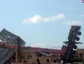 قارئ يشارك بصور لسقوط رافعة إعلانات على نادى السيارات فى الإسكندرية