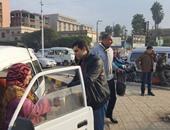 بالصور.. أمن القليوبية يوزع حلاوة المولد على المواطنين فى شوارع بنها