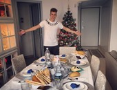 ستيفان شعراوى يحتفل بالكريسماس برفقة مائدة عيد الميلاد