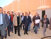 بالصور..محافظ القاهرة يوجه بالانتهاء من مشروع مجمع المغالق بالقطامية