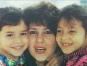 دنيا سمير غانم تنشر صورة تجمعها بوالدتها وشقيقتها أيام الطفولة