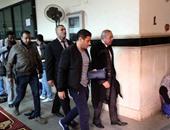 إسلام بحيرى بالبدلة الزرقاء خلال نظر استشكال وقف تنفيذ حكم حبسه
