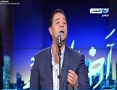 """بالفيديو.. مدحت صالح يشعل استوديو """"آخر النهار"""" بأغنية """"بحلم على قدى"""""""