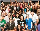 """باسم يوسف ينشر صورة لفريق عمل """"البرنامج"""" بصحبة """"جون ستيوارت"""""""