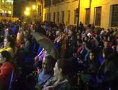 """بالفيديو.الأقباط يتحدون الأمطار بـ""""الشماسى"""" أمام الكنائس فى احتفالات رأس السنة"""