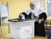كيف نظم القانون آلية التظلمات بشأن إجراءات الاقتراع والفرز وفحصها؟