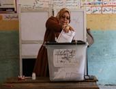"""ناخبة بعد الإدلاء بصوتها بالإسكندرية: """"انتخبت عشان البلد مش عشان المرشحين"""""""