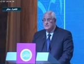 عدلى منصور ورئيس الوزراء يصلان قاعة المؤتمرات بشرم الشيخ