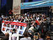 وقفة احتجاجية لأسرة محمد البطاوى صحفى الأخبار على سلالم نقابة الصحفيين