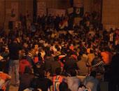 تجمهر أسر الصيادين المحتجزين بالسودان أمام مجلس مدينة المطرية بالدقهلية