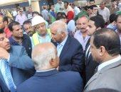 وزير النقل يستقل أحد القطارات من القاهرة للغربية ويتفقد أعمال تطوير محطة طنطا