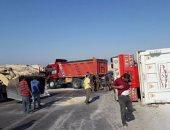 بالصور.. إصابة شخصين فى انقلاب سيارة نقل بجنوب سيناء