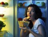 """""""للبنات اللى بتاكل بالليل"""".. 6 مخاطر لتناول الطعام قبل النوم"""