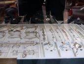 حبس عصابة بيع المشغولات الذهبية المقلدة فى السيدة زينب