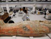 قبل نقلها.. ننشر صور التماثيل الضخمة التى يستقبلها المتحف الكبير اليوم