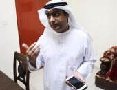 """تعرف على الإماراتى """"أحمد منصور"""" مكتشف تجسس إسرائيل على هواتف آيفون"""