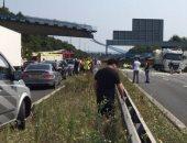 إصابة 26 شخصا فى اصطدام حافلة من طابقين بجسر فى لندن