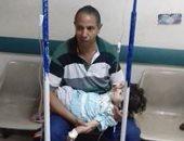 بالصور.. أب يرسل صورته من طرقات مستشفى كفر الزيات العام: أنقذوا طفلتي