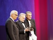 بالصور.. مهرجان فينسيا يمنح المخرج البولندى سكوليموفسكى جائزة الأسد الذهبى
