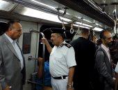 مدير شرطة النقل يتفقد محطات المترو والسكة الحديد