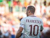 """بالصور.. توتى يتخلى عن اسمه لأول مرة أمام سان لورينزو من أجل """"فرانشيسكو"""""""