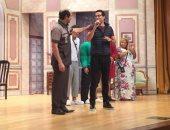 """بالصور.. عمرو سعد يزور أشرف عبد الباقي لتهنئته بالموسم الجديد لـ""""مسرح مصر"""""""