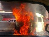 """بالفيديو والصور.. اشتعال النيران فى """"ميكروباص سوزوكى"""" على دائرى المعادى"""